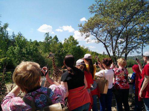 Детский хор в Пражском зоопарке