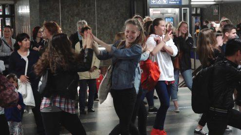 В пражском метро прошла акция «Танец в метро»