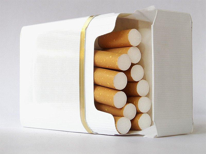 пачки сигарет без картинок она всегда старается