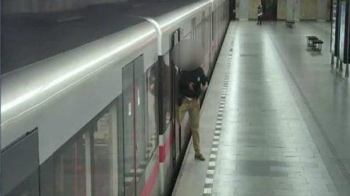 Пьяный чех устроил стрельбу в пражском метро