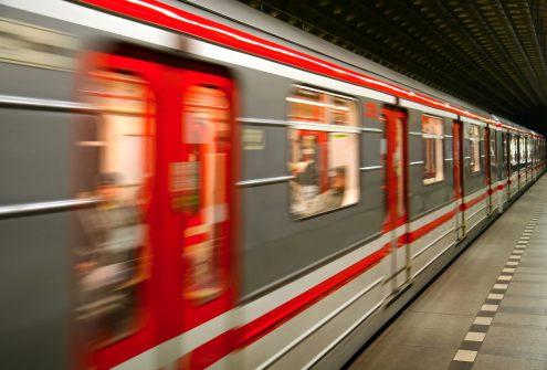В пражском метро женщина упала под поезд