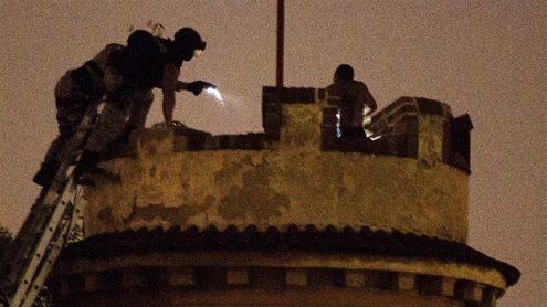 Иностранец просидел на башне около 15 часов