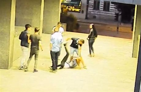 Задержан подросток, избивший девушку у полицейского президиума