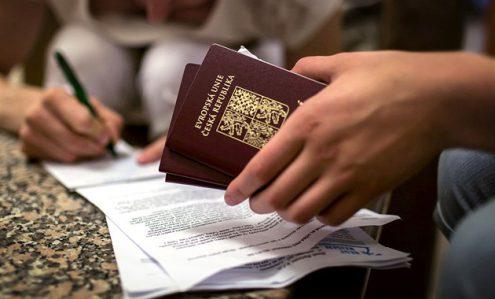 Заоралек призвал чешских граждан быть внимательными за рубежом