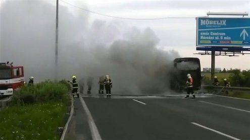 В Праге сгорел автобус