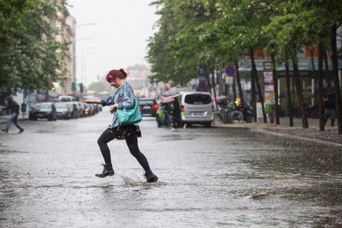 Сильный ливень затопил улицы Праги