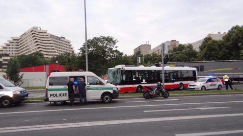 В Праге автобус столкнулся с фурой