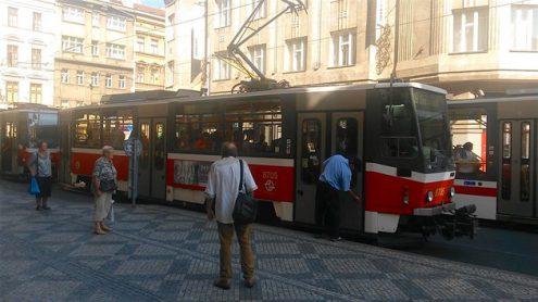 В пражском трамвае застряли пассажиры