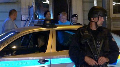 В Праге мужчина стрелял из окна в прохожих