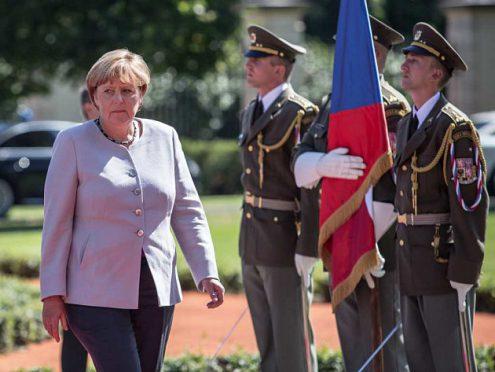 Мужчина пытался въехать в колонну Ангелы Меркель