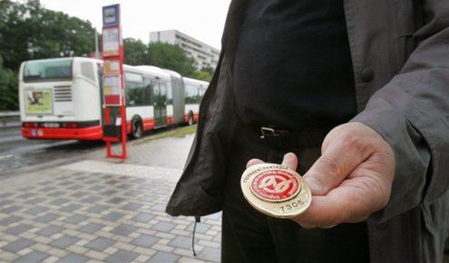 Пассажир напал на ревизора в троллейбусе