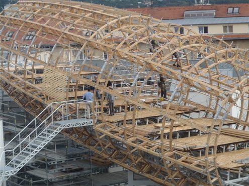 В Праге на крыше центра DOX возводится дирижабль
