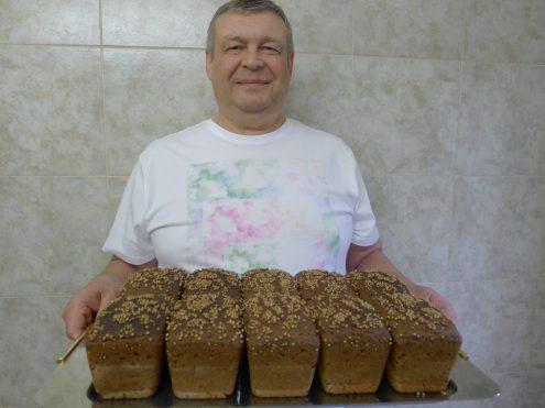 Владислав Буробин: «Кто бы мог подумать, что я начну печь хлеб»