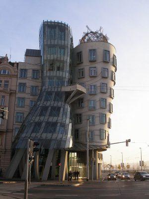 Архитектор Танцующего дома хочет долю от туристических доходов
