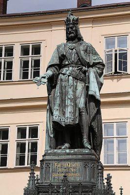 Памятник чешскому королю