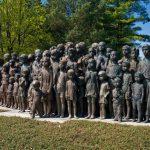 Бронзовая скульптура лидицких детей