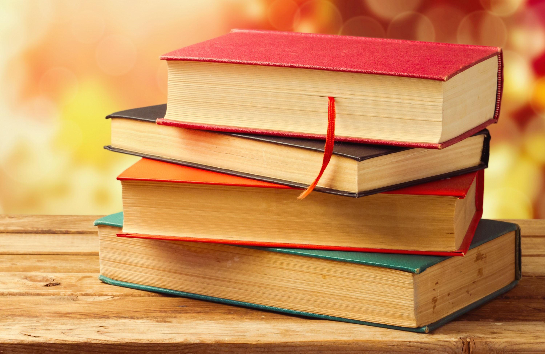 10 книг для отпуска: что почитать в дороге, на даче и у моря