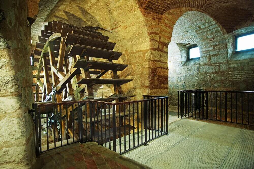 В Пльзеньском подземелье с фонариком - Пражский Телеграф