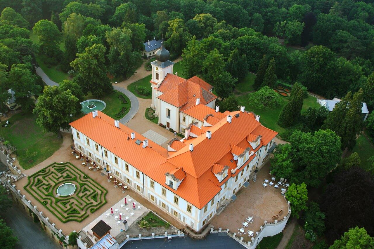 Замок Лоучень и ёлки - Пражский Телеграф
