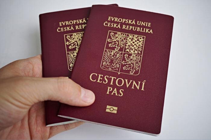 Экспатом можешь ты не быть, а гражданином – не обязан - Пражский Телеграф