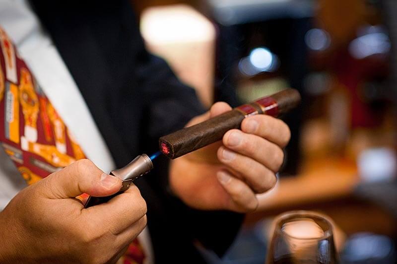 В клубах сигарного дыма - Пражский Телеграф