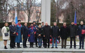 Церемония забора земли и открытия мемориальных плит с установленными именами на почётном захоронении красноармейцев прошла в г. Йиглава Чешской Республики - Пражский Телеграф