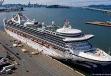 Круизный лайнер Grand Princess в порту Окленда