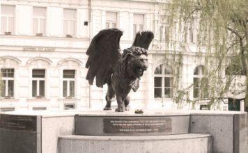 Памятник летчикам в Праге