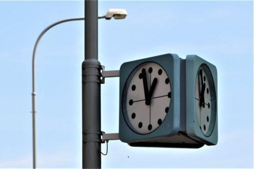 Прага вводит умные общественные часы
