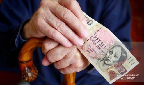 Шиллерова хочет в этом году дать пенсионерам больше тысячи крон
