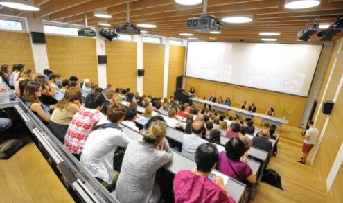 Praha zavře od pondělí vysoké školy, střední jsou v záloze
