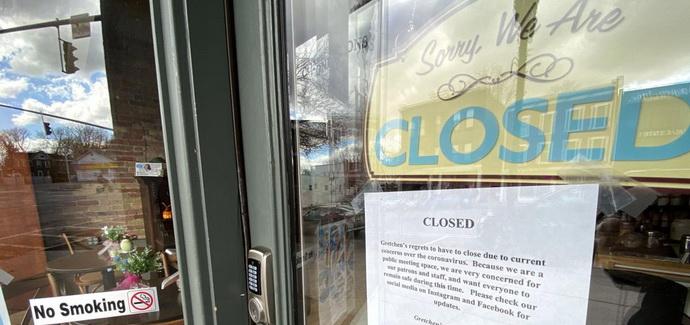 Сколько правительство заплатит отелям, пабам и другим заведениям, которые оно закрыло