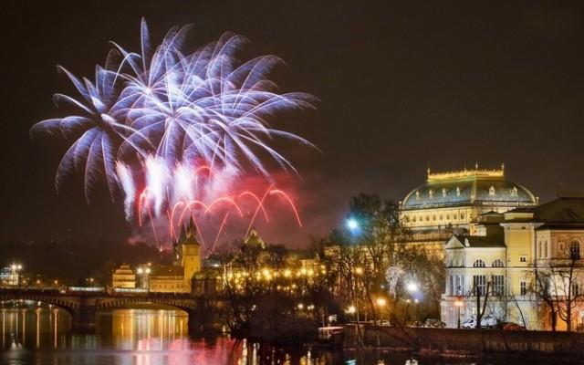В Праге ограничат новогоднюю пиротехнику и фонарики