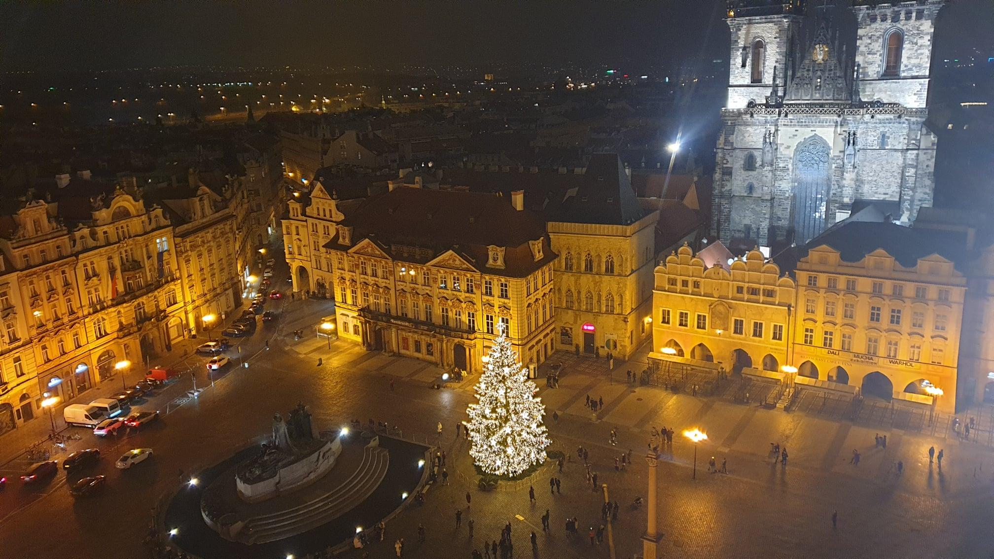 В Праге зажгли рождественскую ёлку