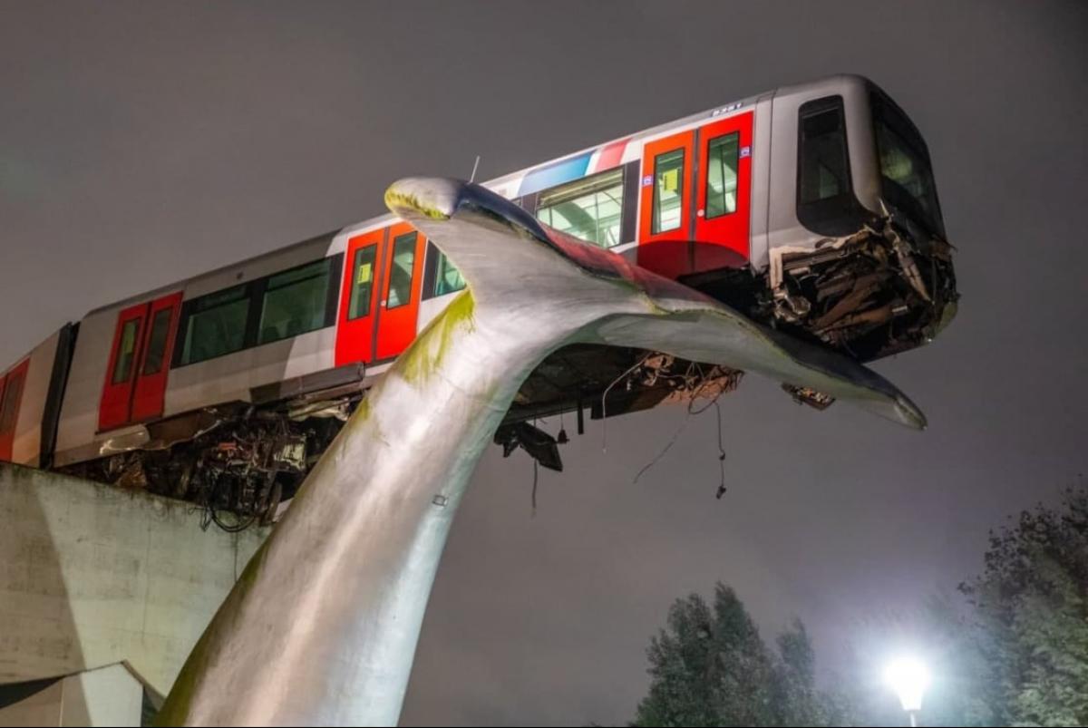 Статуя кита предотвратила трагедию в метро