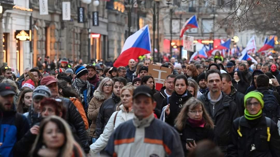 В Праге прошла акция протеста против правительственных противоэпидемических мер