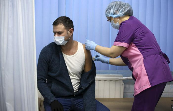 Массовая вакцинация от коронавируса начнется в РФ с 18 января