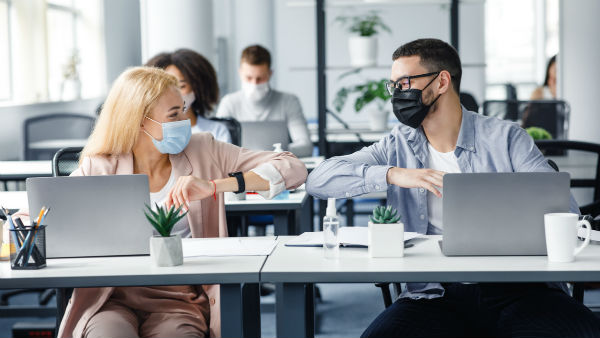 Исследование: во время весенней волны пандемии уволилось больше компаний, чем осенью