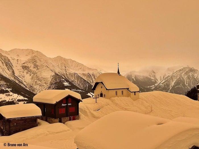 В Чехии выпал оранжевый снег