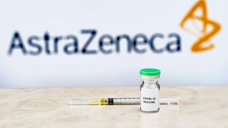 EMA признало вакцину AstraZeneca безопасной