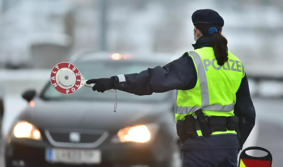 Словакия вводит постоянный контроль на границе с Чешской Республикой