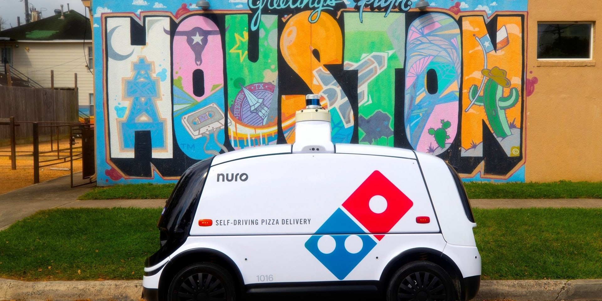 Беспилотные автомобили доставляют пиццу вместо людей