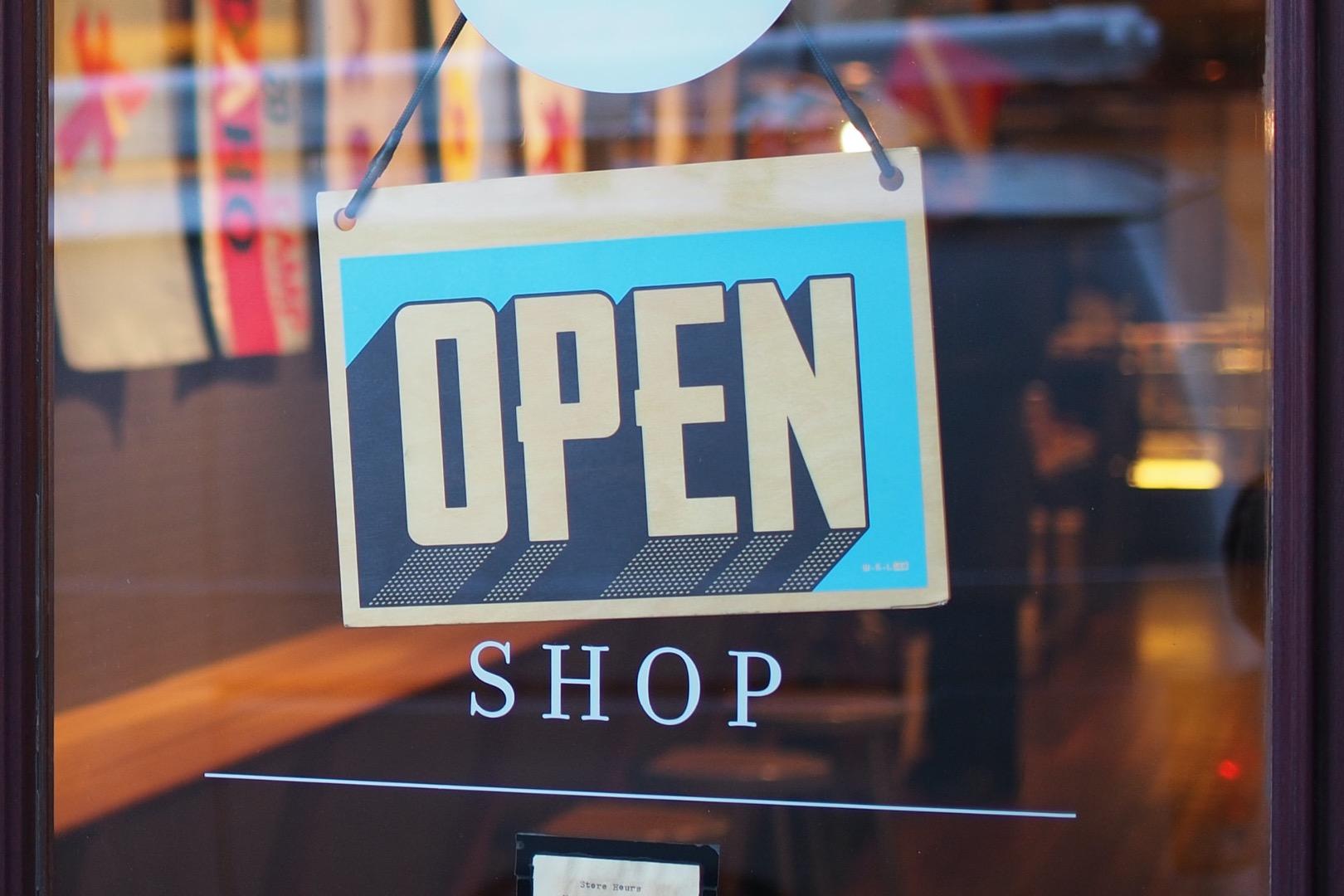 Не позднее 3 мая откроем магазины, пообещал министр здравоохранения