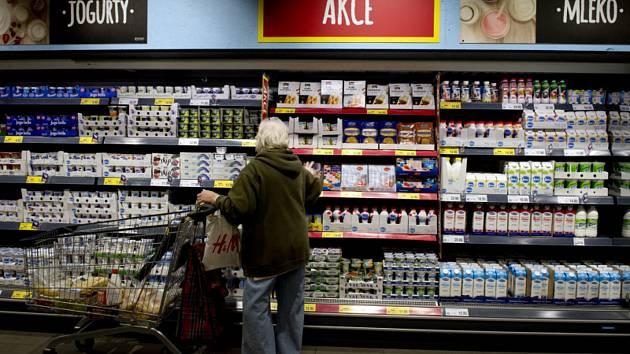 Земан подписал запрет на продажу продуктов второстепенного качества
