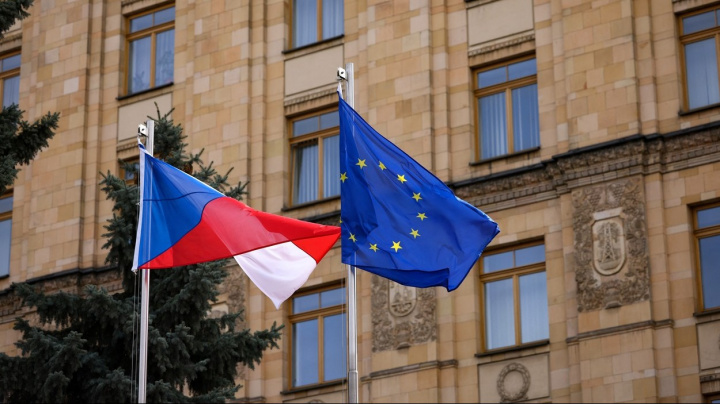 ехи меньше всего доверяют правительству своей страны среди жителей Евросоюза